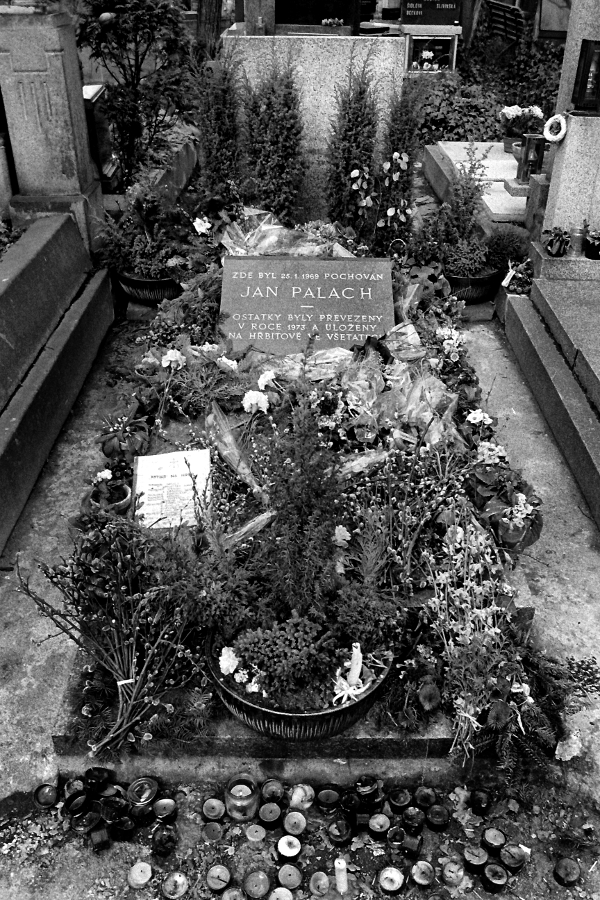 Grave Jan Palach 1990 Prague Czech Rep (C) Ronald Puma Netherlands 01