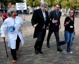 hier bij minister Opstelten.
