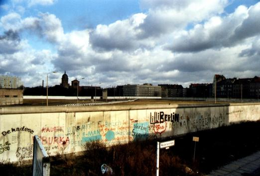 De Muur langs de Waldemarstrasse.