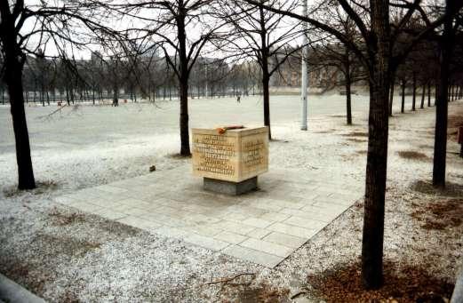 Verzetsmonument in Oost-Berlijn aan de Lustgarten voor de Joodse verzetsstrijder Herbert Baum. Het staat nog op de dezelfde plaats.