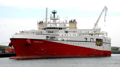 De Ramform Atlas is een geavanceerd schip voor onderzoek op zee. Het schip is van achteren plat en 70 meter breed.
