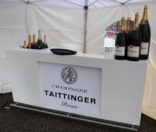De champagne staat klaar.