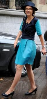 De kleding van Carla Dik van de ChristenUnie is gemaakt van gerecyclede oude treinbanken en uniformen van de NS.