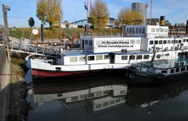 Nijmegen Haven, door de baggerwerkzaamheden van 2013 liggen er geen schepen of woonarken op het droge.