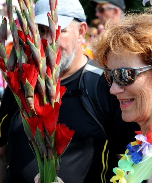 Vrouw met gladiolen.