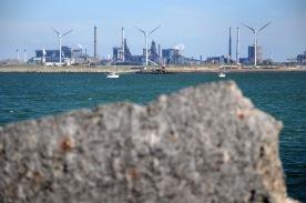 Velsen-Noord met de staalfabriek.