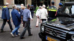 Politie en Marechaussee zijn in grote getale aanwezig. © Ronald Puma