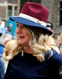 Minister van Infrastructuur en Milieu Melanie Schultz van Haegen met hoed in de oude PTT post kleuren. © Ronald Puma