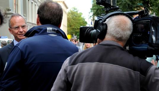 Minister Kamp wordt geïnterviewd. © Ronald Puma
