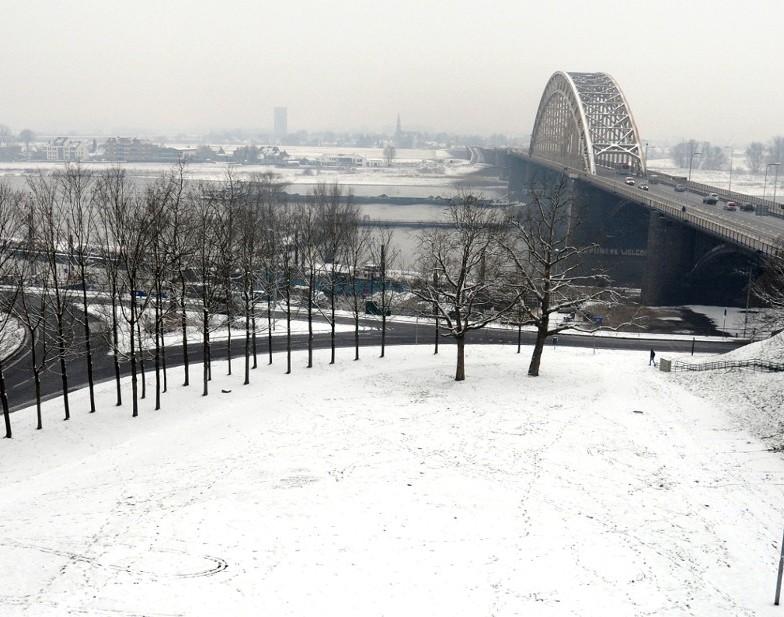 Waalbrug Nijmegen. (C) Ronald Puma