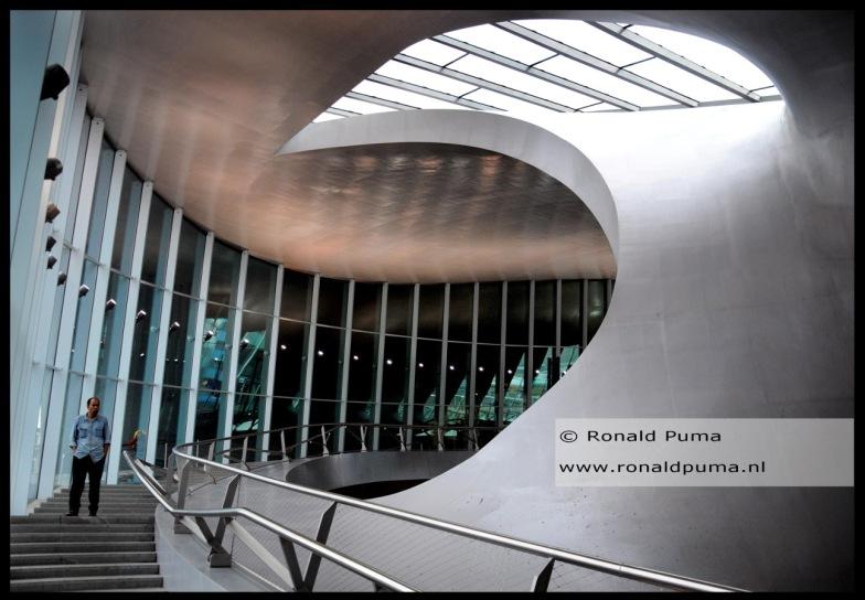Treinstation Arnhem. Bekend vanwege de architectuur.