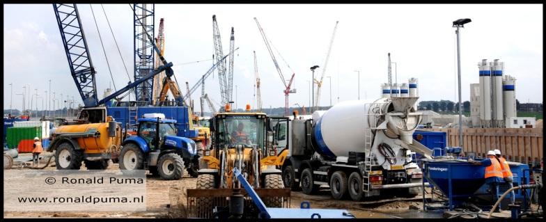 Veel bouwactiviteit. Hier komt de grootste sluis van de wereld, klaar eind 2019.