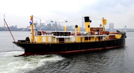 Mooi schip de Hydrograaf, in 1910 gebouwd, was ooit van de marine, nu te huur.