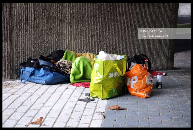 Daklozen in Nederland slapen onder een brug (C) Ronald Puma