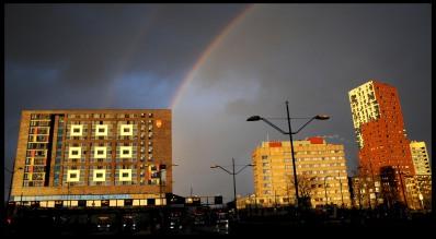 Een regenboog bij station Nijmegen.