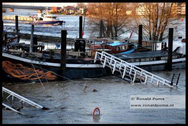 De haven van Nijmegen. Dit is het deel dat het eerste overstroomd vlak naast de Waal.