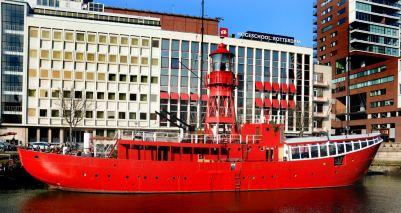 Een voormalig Engels lichtschip uit 1954, doet nu dienst als uitgaanslocatie (Vessel 11).