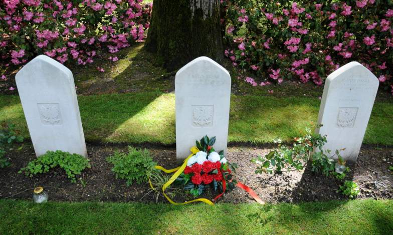 Photo 04 (Polish graves).