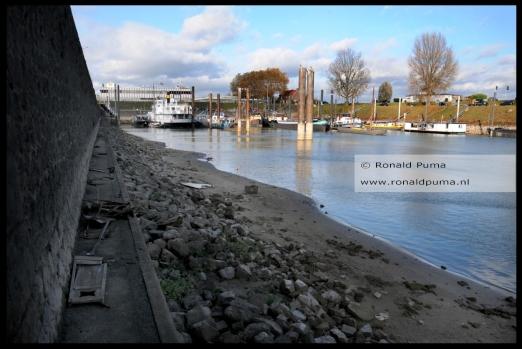 De bodem van de Waalhaven in Nijmegen.
