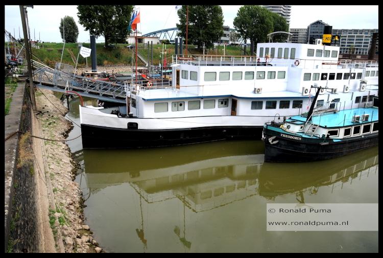 Waalhaven Nijmegen lage waterstand 2018 (C) Ronald Puma 750