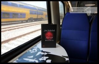 Met dit boek gratis in de trein op zondag.