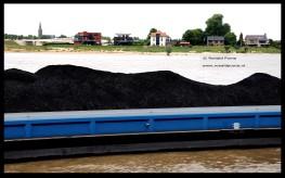 Iedere dag passeren meerdere duwbakken met kolen Nijmegen over de Waal. De kolen komt meestal uit Zuid-Amerika of Zuid-Afrika en wordt naar Rotterdam vervoerd. Daar wordt de kolen in kleinere schepen of duwbakken geladen. Deze varen naar Duitsland om verstookt te worden in elektriciteitscentrales.