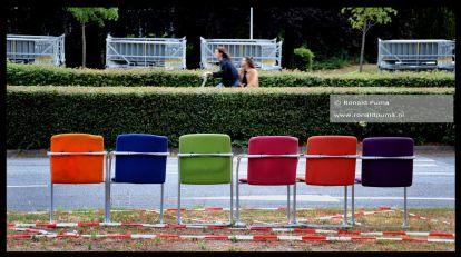 De stoelen staan al klaar voor komende vrijdag. St Annastraat/Via Gladiola.