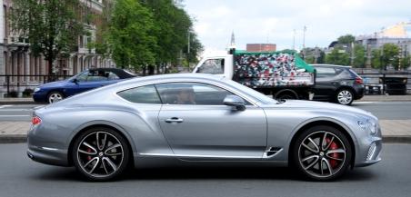 Bentley Continental, waarde 300.000 euro.