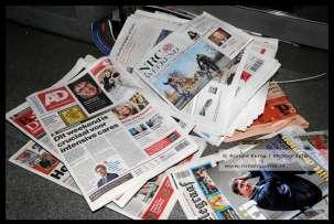 Kiosk dicht, kranten blijven ongelezen liggen.