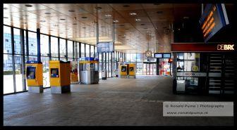 10 voor 12, NS station Nijmegen is leeg.