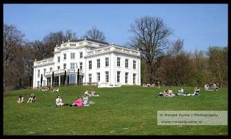 Park Sonsbeek met Witte Villa. Het is de eerste dag van het jaar met zomerse temperaturen.