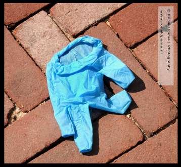 Steeds meer rubberen handschoenen op straat.