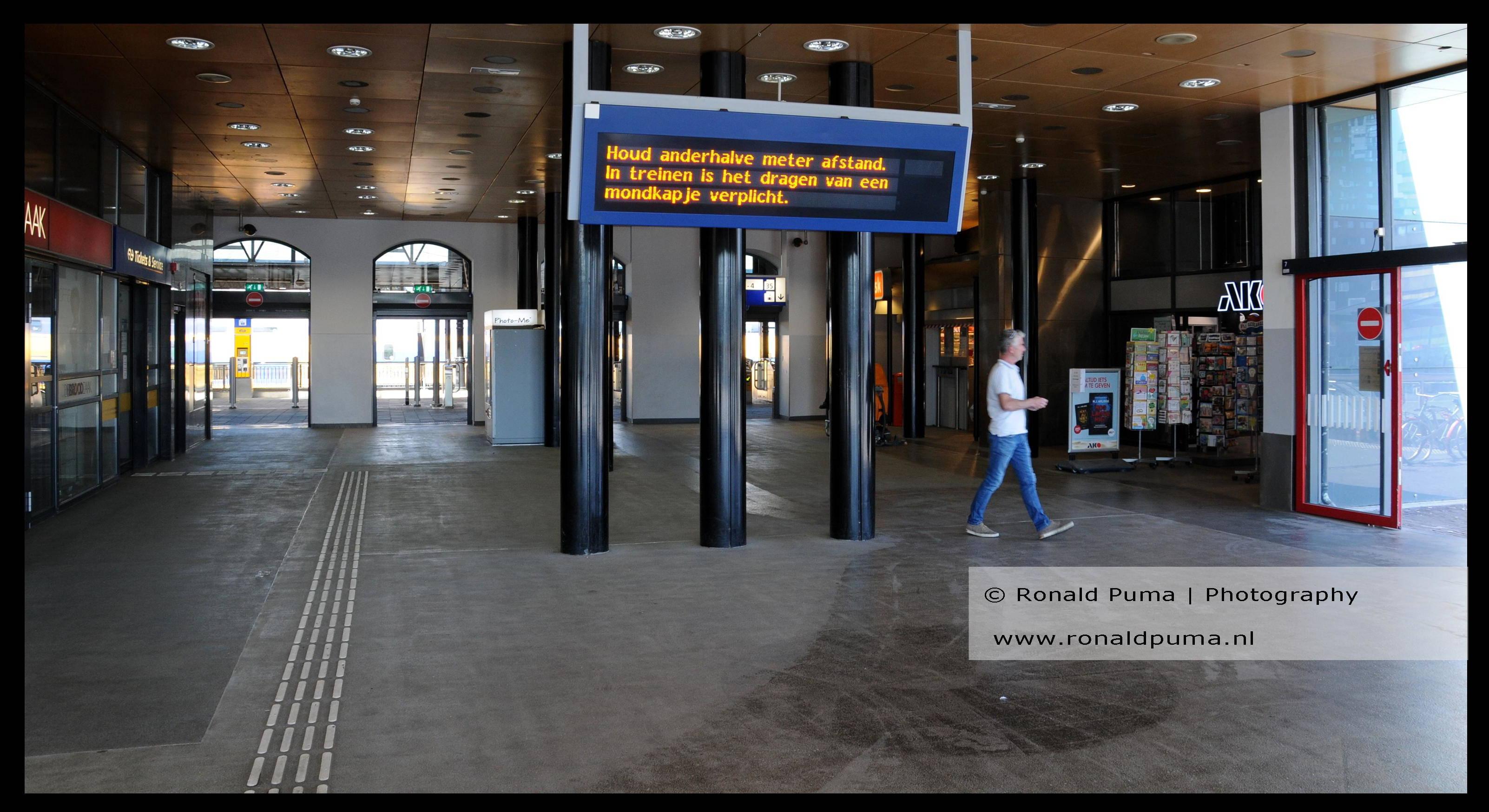 Station Nijmegen. Veel reizigers zijn er niet.